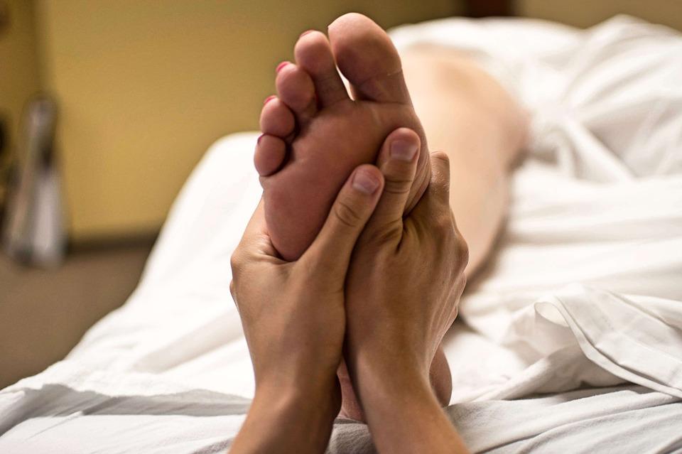 Como fazer Massagem nos Pés em Casa? A Freeway Te Dá o Passo a Passo!