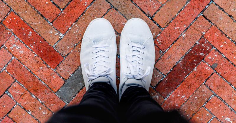 Como Limpar Tênis Branco Sem Perder a Qualidade e Cor Original?
