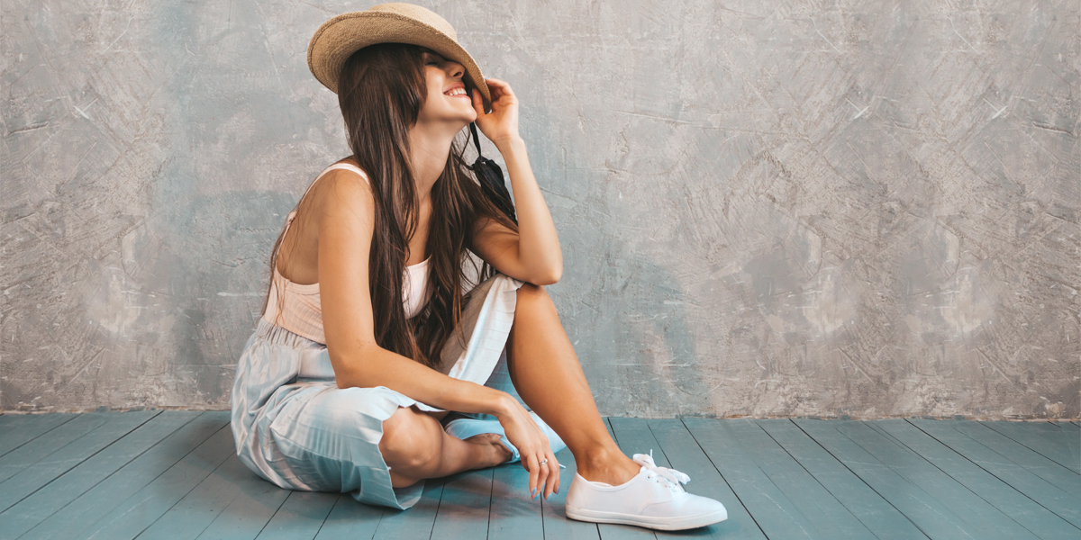 Tênis com Saia ou Vestido — Aprenda como Montar esse Look!
